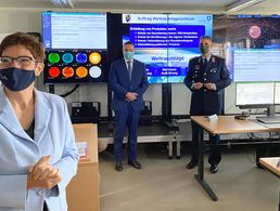 "Verteidigungsministerin Annegret Kramp-Karrenbauer stellte heute das ""Air and Space Operations Center"" der Luftwaffe in Dienst. Foto: picture alliance/dpa 