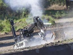 "Der Kampfmittelbeseitigungsroboter ""tEODor"" (technical Explosive Ordnance Devices and observation robot) wird in der Bundeswehr zur Entschärfung von Sprengkörpern benutzt Foto: Bundeswehr"